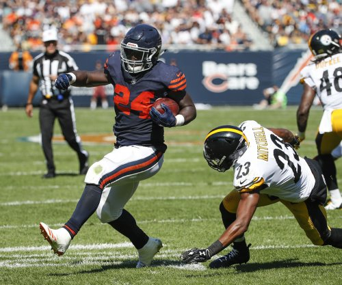 Chicago Bears RB Jordan Howard working on pass-catching skills