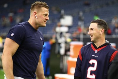 Texans' J.J. Watt dwarfs Astros star Alex Bregman in photo op
