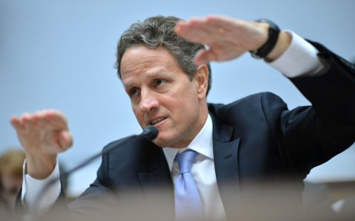 Geithner to stay at Treasury for now