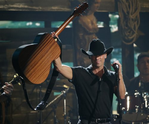 Kenny Chesney apologizes after mistakenly announcing cop was dead