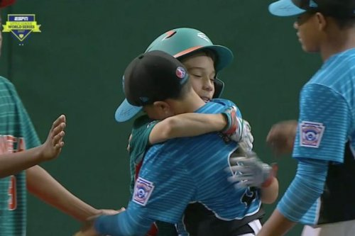 Venezuelan little leaguers comfort Dominican Republic pitcher after walk-off win