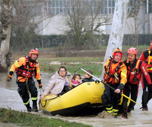 Snow, ice chill Italy; 1,000 evacuated as river bursts