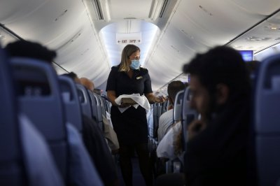 Airlines, pilots, flight attendants urge prosecutions for unruly passengers