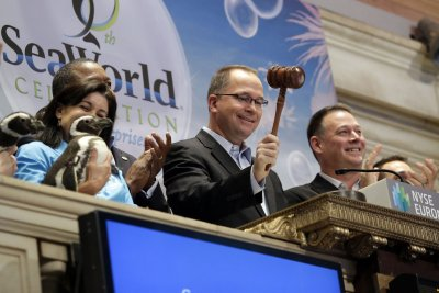 SeaWorld CEO stepping down