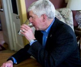 Michigan governor Snyder says Flint water is so safe, he'll drink it for a month