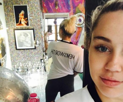 Miley Cyrus wears 'Hemsworth' shirt amid engagement rumors