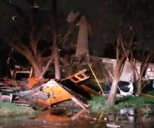 San Antonio storm damages 100 buildings, thousands lose power