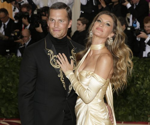 Drew Bledsoe on Tom Brady's Met Gala attire: 'It looks like he lost a bet'