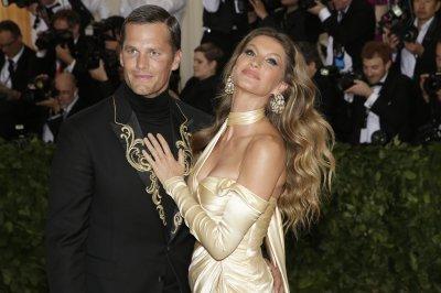 Drew Bledsoe on Tom Brady's Met Gala attire: 'It looks like he lost a bet'