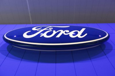 Ford says it will develop self-driving vehicles by 2021