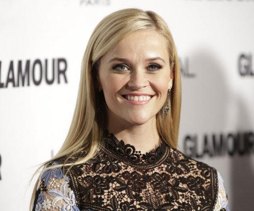 Reese Witherspoon to host the National Christmas Tree Lighting ceremony