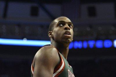 Milwaukee Bucks blow out Toronto Raptors for 2-1 series lead