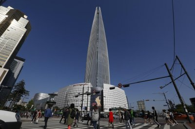 Half of South Korean pilots 'nervous' about Lotte Tower