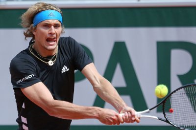Fifth-seed Zverev advances in French Open despite destroying racket