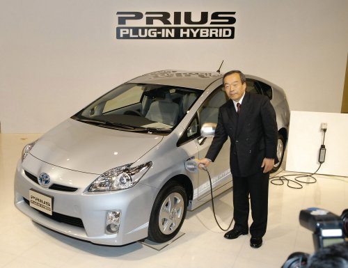 Toyota gears up for plug-in Prius