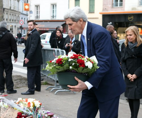 Kerry, in Paris, says U.S. supports France