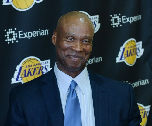 Los Angeles Lakers fire coach Byron Scott