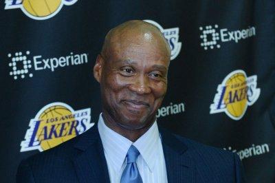 Los Angeles Lakers fire coach Byron Scott