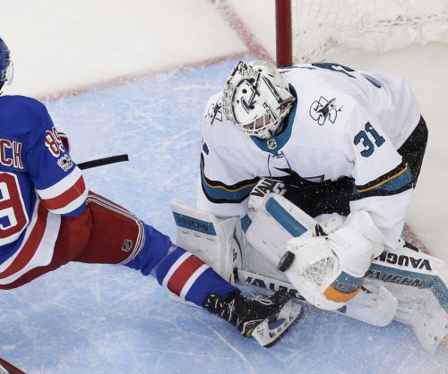 Martin Jones guides San Jose Sharks past skidding New York Rangers