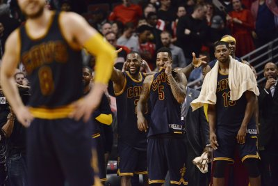 Former Cavs coach Damon Jones reveals details of J.R. Smith's soup attack