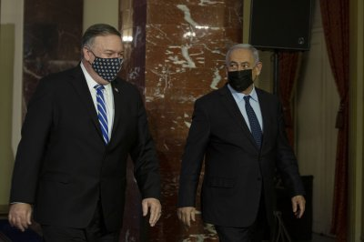 Pompeo says Israel boycott a 'cancer,' visits West Bank settlements