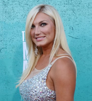 Brooke Hogan calls off engagement to Phil Costa
