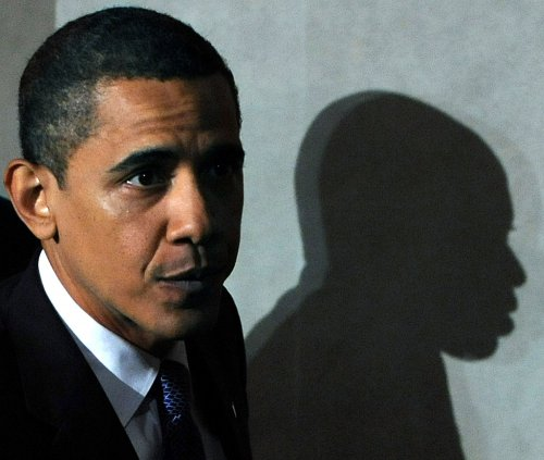 Obama to use current law to hold detainees