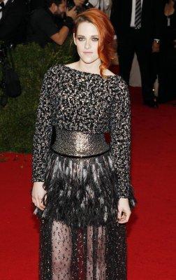 Kristen Stewart dyes her hair brunette