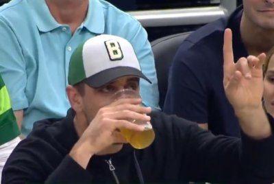 Packers' David Bakhtiari smokes Aaron Rodgers in beer-chugging competition