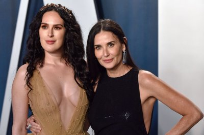 Demi Moore, Bruce Willis have 'family paint night' with daughters