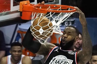 LeBron James, Dwyane Wade bring back memories with All-Star alley-oop