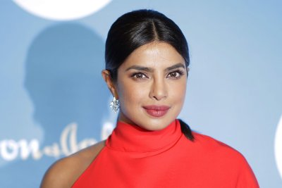 Sam Heughan, Priyanka Chopra Jonas to star in 'Text for You'