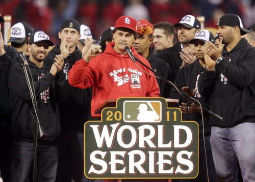 Tony La Russa announces retirement