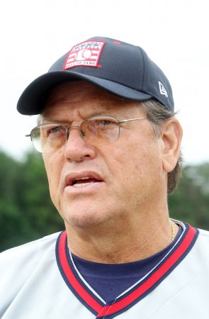 Carlton Fisk wants to keep his license