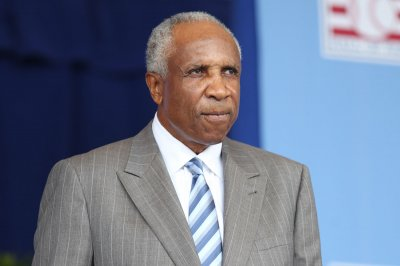 Cleveland Indians to unveil baseball pioneer Frank Robinson statue Saturday