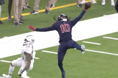 DeAndre Hopkins has absurd catch that doesn't count