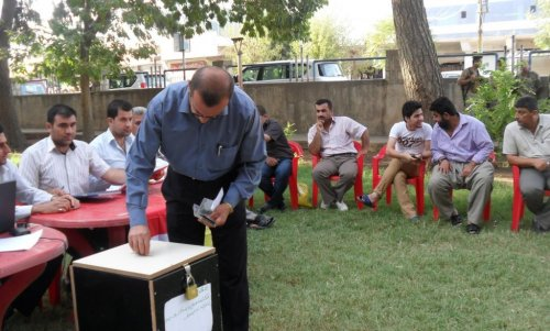 Iraqi Kurds raise money for Syrian Kurdish refugees