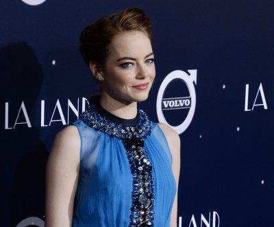 Emma Stone, Ryan Gosling dazzle at 'La La Land' premiere