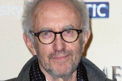 Jonathan Pryce to portray Pope Francis in Netflix's 'The Pope'