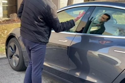 Man with implanted chip unlocks Tesla with his hand