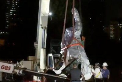 Chicago removes Christopher Columbus statue after clashes