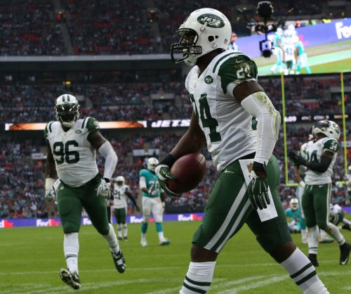 New York Jets' Darrelle Revis responds to Cleveland Cavaliers G J.R. Smith's trash talk