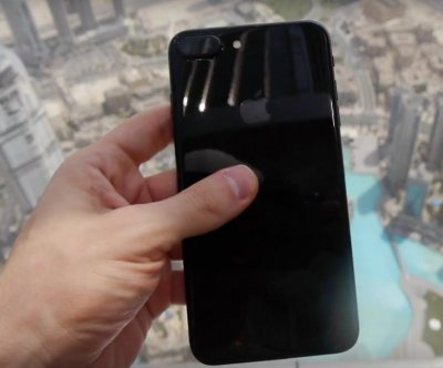 Tech vlogger drops iPhone 7 from world's tallest building