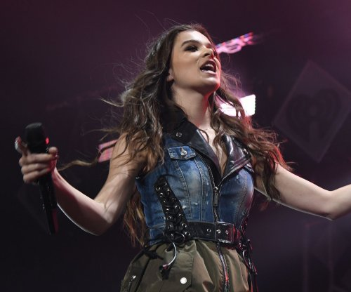 Hailee Steinfeld signs publishing deal with Warner/Chappell Music
