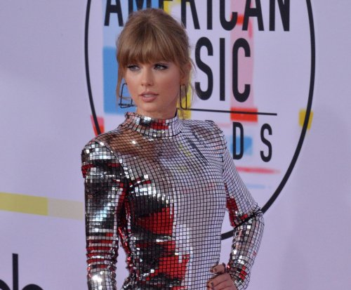 Taylor Swift gives surprise performance at LGBTQ benefit concert