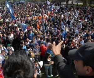 Colombian students keep up protests