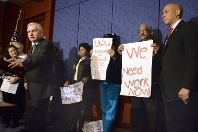 Senate votes to end debate on unemployment insurance extension