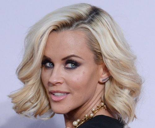 Jenny McCarthy wants Ryan Seacrest, Taylor Swift to kiss on NYE