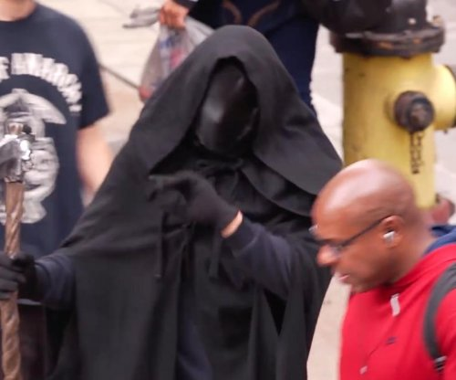 'Grim Reapers' teach Pittsburgh pedestrians about phone safety