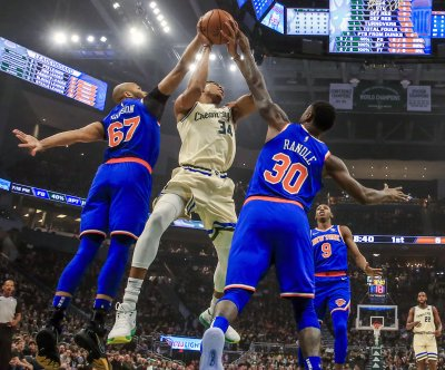 Bucks' Giannis Antetokounmpo completes powerful dunk over Julius Randle